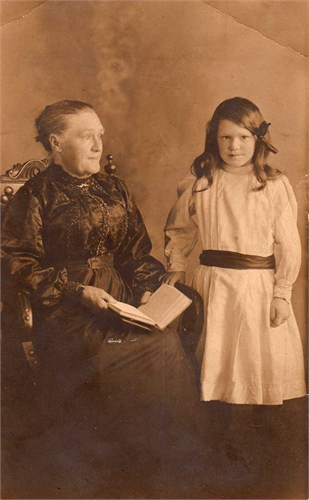 Martha Hamilton with granddaughter Alice May (Dolly) Chadwick